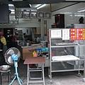 20081103-12 胡椒餅剛好沒了,要等,所以買了鹹酥餅和綠豆餅。