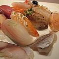 20100404-1-06 吃下來,我最愛的還是鮭魚了 XD