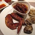 20100404-1-25 推鳳爪!蛤蜊燒賣很有趣但味道普通,雞翅也普通