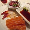 20100404-1-29 鮭魚和生牛肉又來了