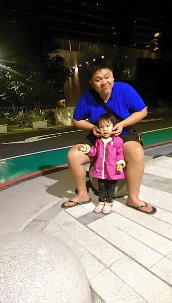 父親對女兒的愛是從小開始