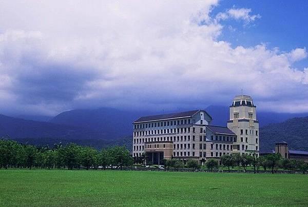 東華 行政大樓.jpg