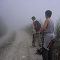 下至登山口 ~霧茫茫