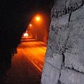 右側隧道走到底