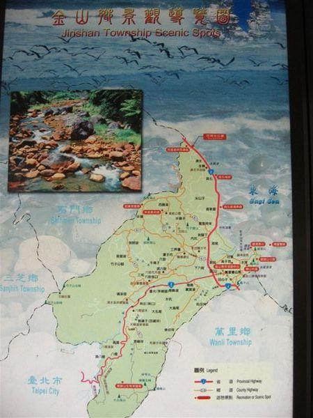 沿途公車亭都有這地圖