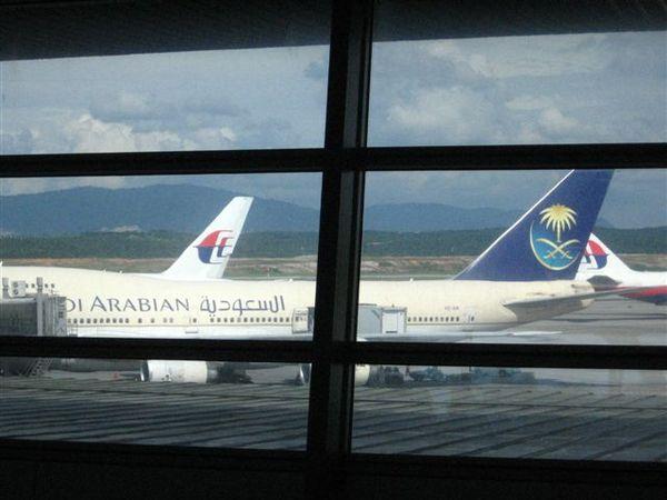 在這機場看到很多不曾見過的airline