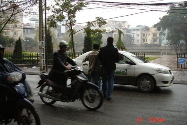 越南 過馬路的方式!!