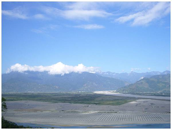 對面的山脈很漂亮