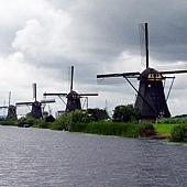 19Kinderdijk 小孩堤防的風車群 (荷蘭).jpg