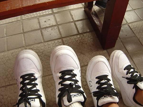 好巧喔!!!一樣的鞋鞋ㄟ~