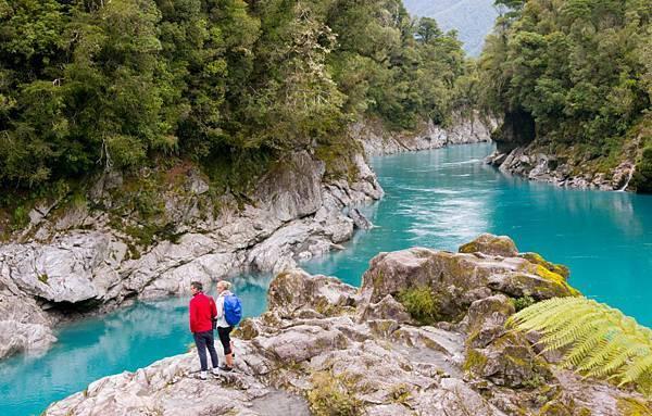 Hokitika-scenic-tours-hokitika-gorge-swingbridge-blue-water-7.jpg