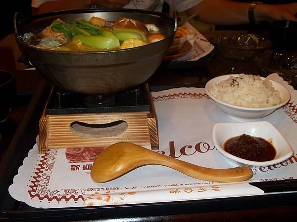兵奇部 素食的麻辣川味火鍋 台中素食蔬食食記.jpg