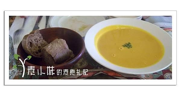 南瓜濃湯與麵包 斐麗生活 蔬食餐譜 台中素食蔬食食記.JPG