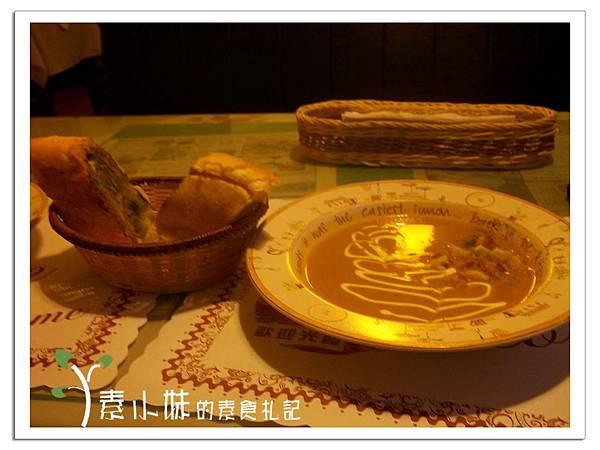 烤麵包與法式濃湯(南瓜濃湯)蘭莊法式蔬食咖啡館 台中素食蔬食食記.JPG