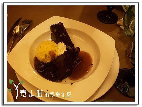 甜點-巧克力布朗尼冰淇淋 核果美食工房  台中素食蔬食食記.jpg