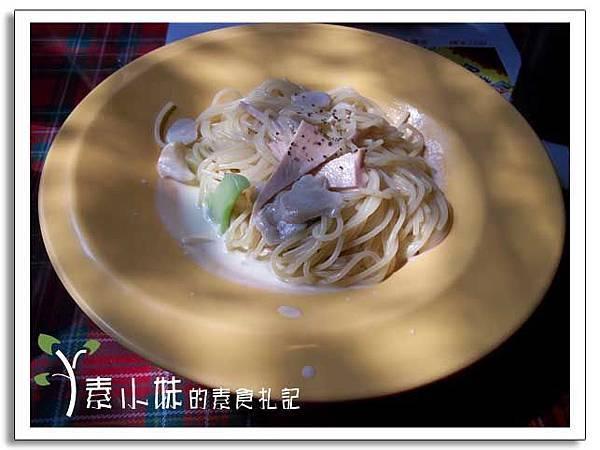 奶油火腿麵 書報館 台中素食蔬食食記.jpg