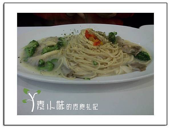 菇白醬義大利麵 nu pasta杯杯麵 台中嶺東素食蔬食食記拷貝.jpg