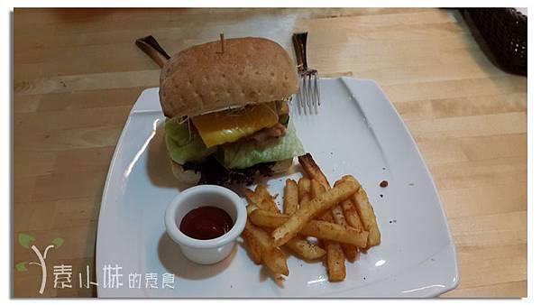 千島起司豬漢堡 懷特廚房White Kitchen 台中素食蔬食食記.jpg