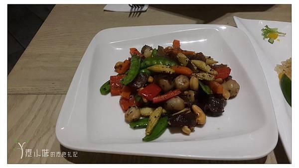 季節食蔬炒素蠔油黑胡椒 Bug & Bee 泰式創意料理 素食篇食記 康熙來了美食推薦 (葷食皆有) 拷貝.jpg