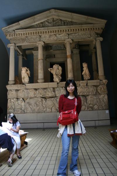 兩千多年前某貴族的墓地雕刻...他們的工藝真是了得