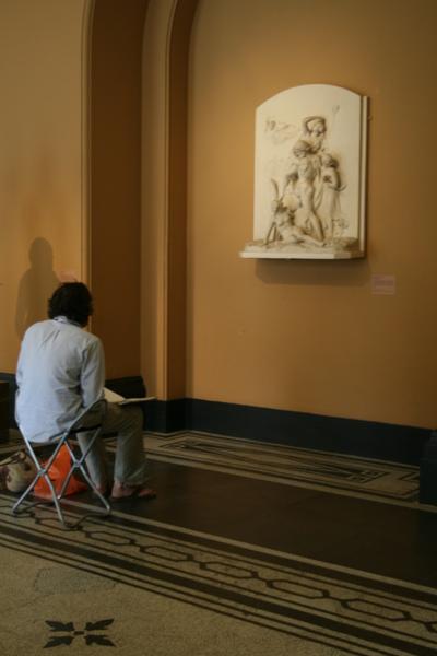 要離開時有位年輕人就在我不久前拍的位置畫起來了
