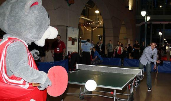 火箭熊的超特大桌球拍