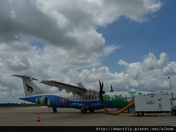 柬埔寨機場上看到的超鮮豔的飛機