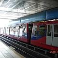 Heron Quays車站-輕軌車 (2).JPG
