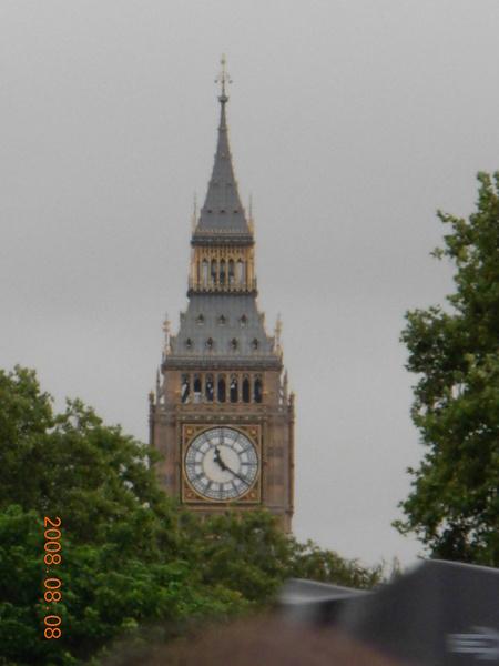 從白金漢宮遠眺大笨鐘.JPG