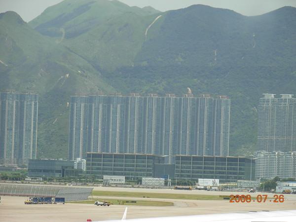 香港機場外的大樓.JPG