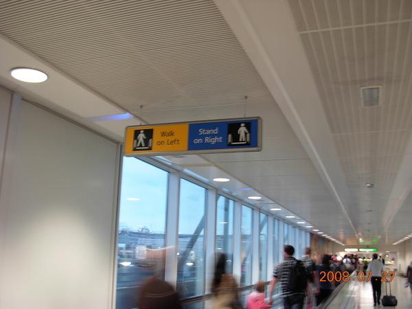 抵達希斯洛機場囉.JPG