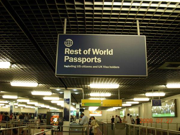 希斯落機場-持有他國護照旅客入境區.JPG