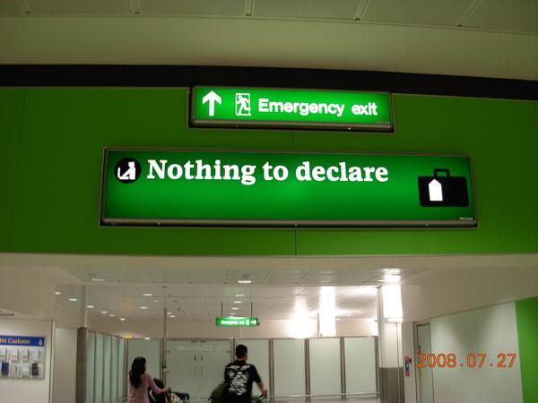 希斯落機場-不需申報的旅客通道.JPG