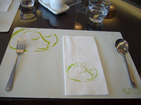 餐廳紙+餐具