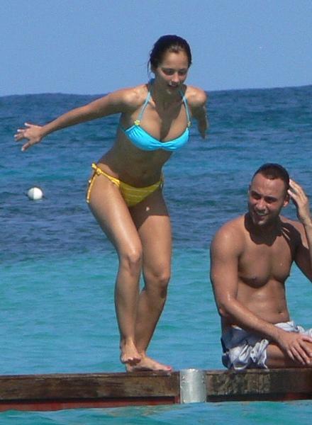 minka-kelly-bikini-1-FP_4040885_TRB_Jeter_Kelly_EXCL_111809.jpg