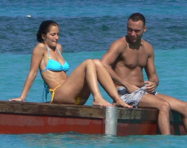 minka-kelly-bikini-1-FP_4040880_TRB_Jeter_Kelly_EXCL_111809.jpg