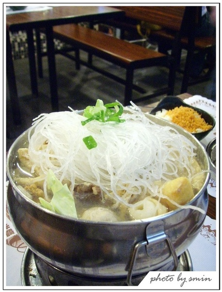 這是韓式牛肉小火鍋