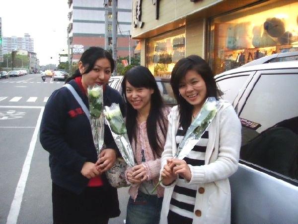 帶著要給她的玫瑰花