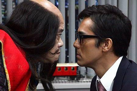 阿部寬飾演看不到幽靈的西田敏行 對戲憋笑超痛苦  [2].jpg