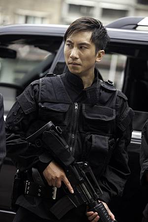 SWAT_actor_Dennis-To-682x1024