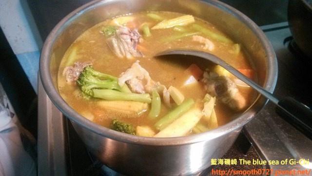 ,沸騰後以小火慢慢熬煮約10~15分鐘