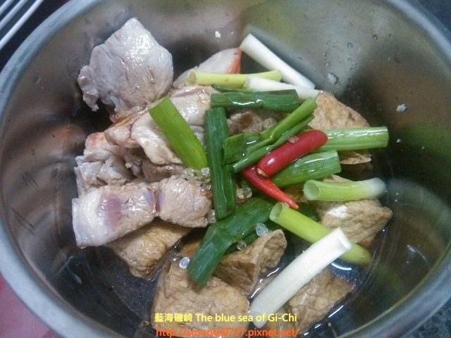 油豆腐滷爌肉