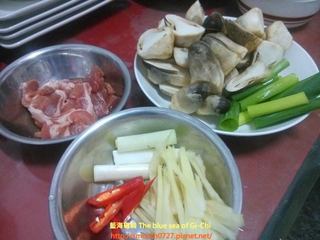 草菇炒肉絲