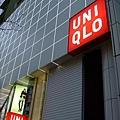 一棟三層樓的UNIQLO