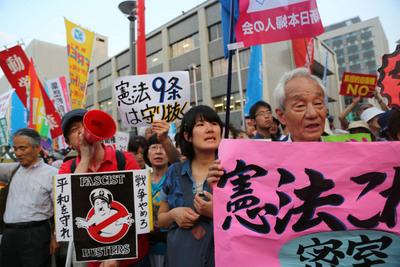 日本民眾抗議集體自衛權的解禁