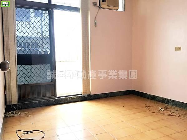 2F臥室有陽台