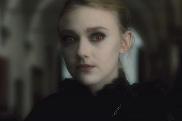 26_new_moon_dakota_fanning.jpg