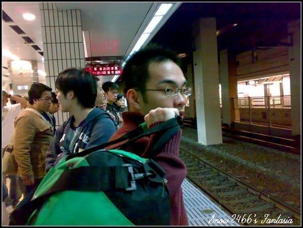 200803252142-火車來了 (Small).jpg