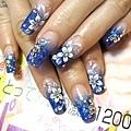 手部深藍色水晶指甲 尖形小花1.jpg