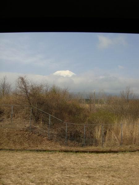 早上白雪皚皚的富士山